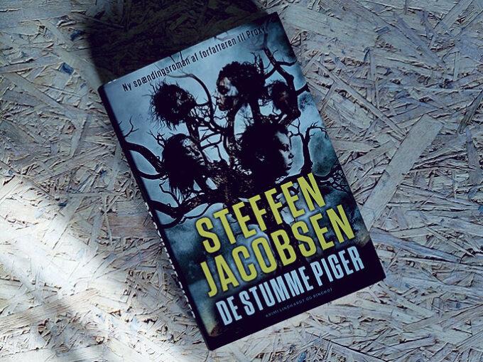Anmeldelse af De stumme piger - Steffen Jacobsen