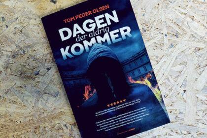 Anmeldelse - Dagen der aldrig kommer af Tom Peder Olsen