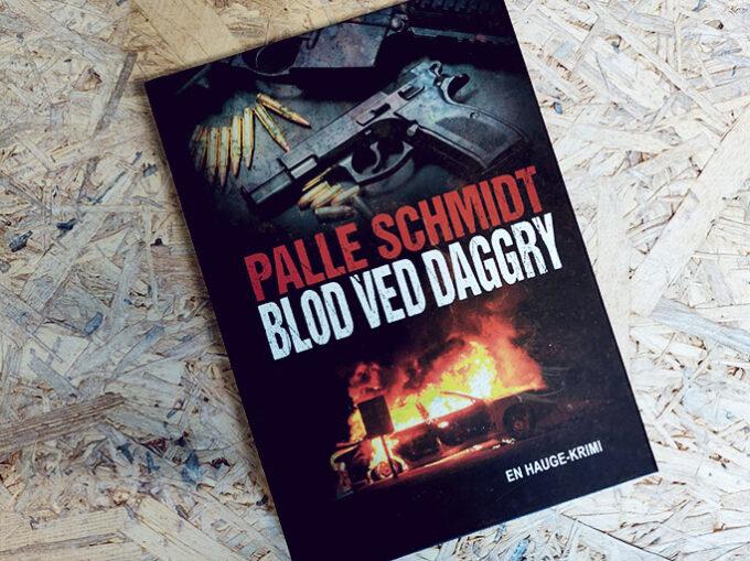 Anmeldelse af Blod ved daggry af Palle Schmidt