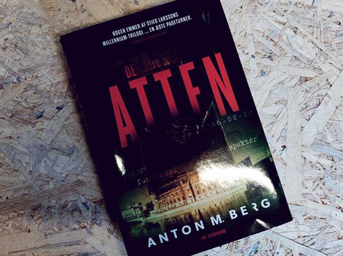 Anmeldelse af De Atten - Anton M. Berg